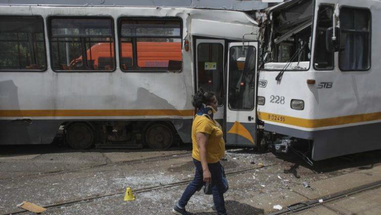 Video // Momentul în care două tramvaie s-au ciocnit pe Șos. Olteniței. Mai multe persoane au fost rănite
